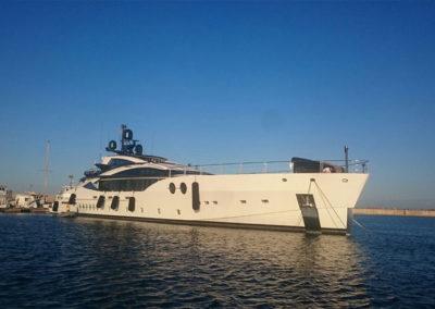 Ormeggio Yacht Grandi dimensioni Stintino